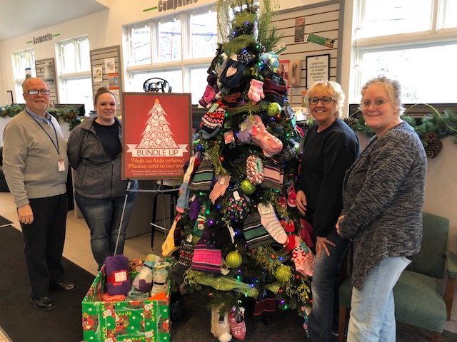 2018 Bundle Up Tree